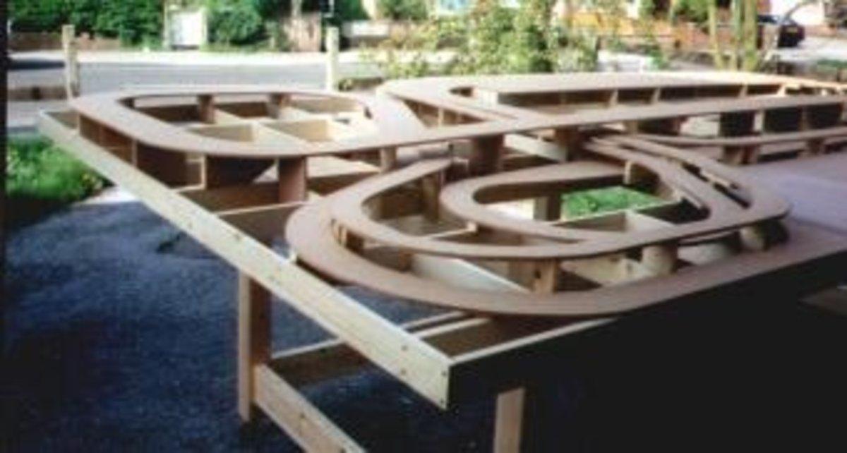 Beginners Guide to Building Model Railroad Benchwork & Model Railway Baseboards