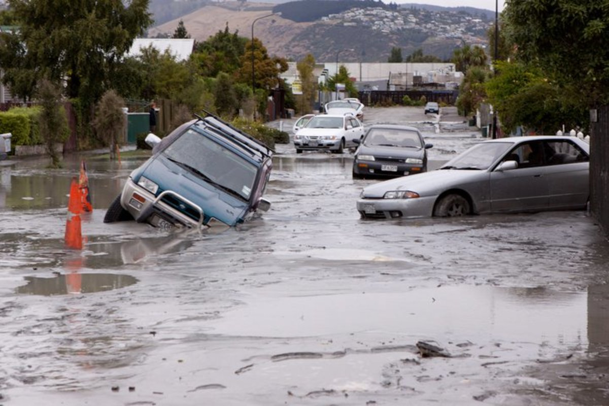 liquifaction causing cars to sink