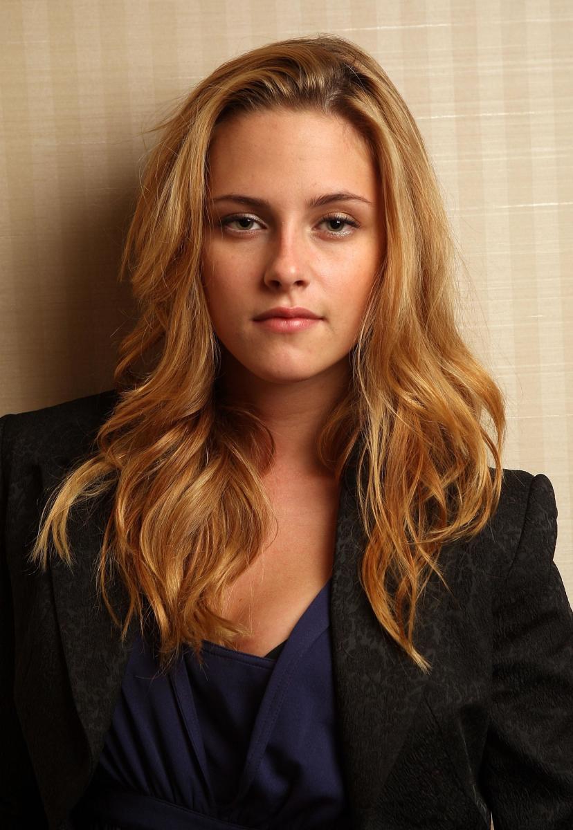 Kristen Stewart goes blonde!