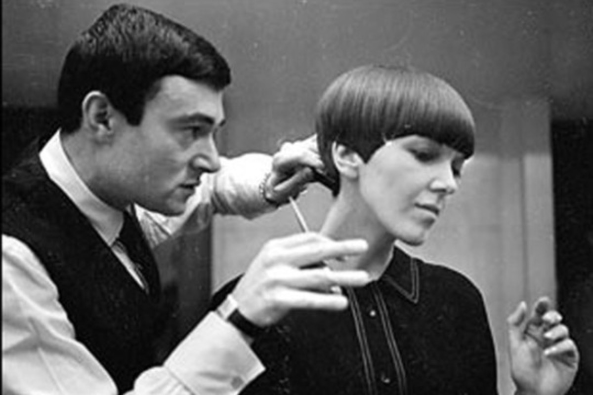Vidal Sassoon experimenting with Mary Quant's hair