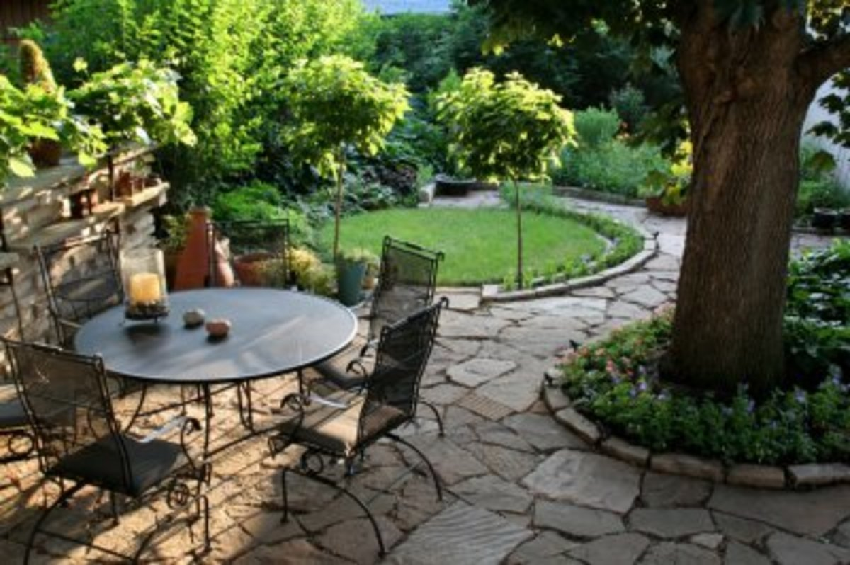 Backyard Landscaping Ideas - Outdoor Sitting Area