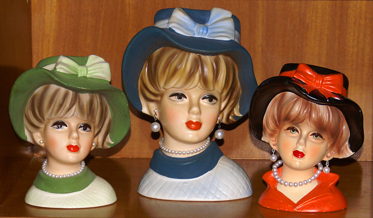 Three floppy hat girls. The one on the right is by Rubens.