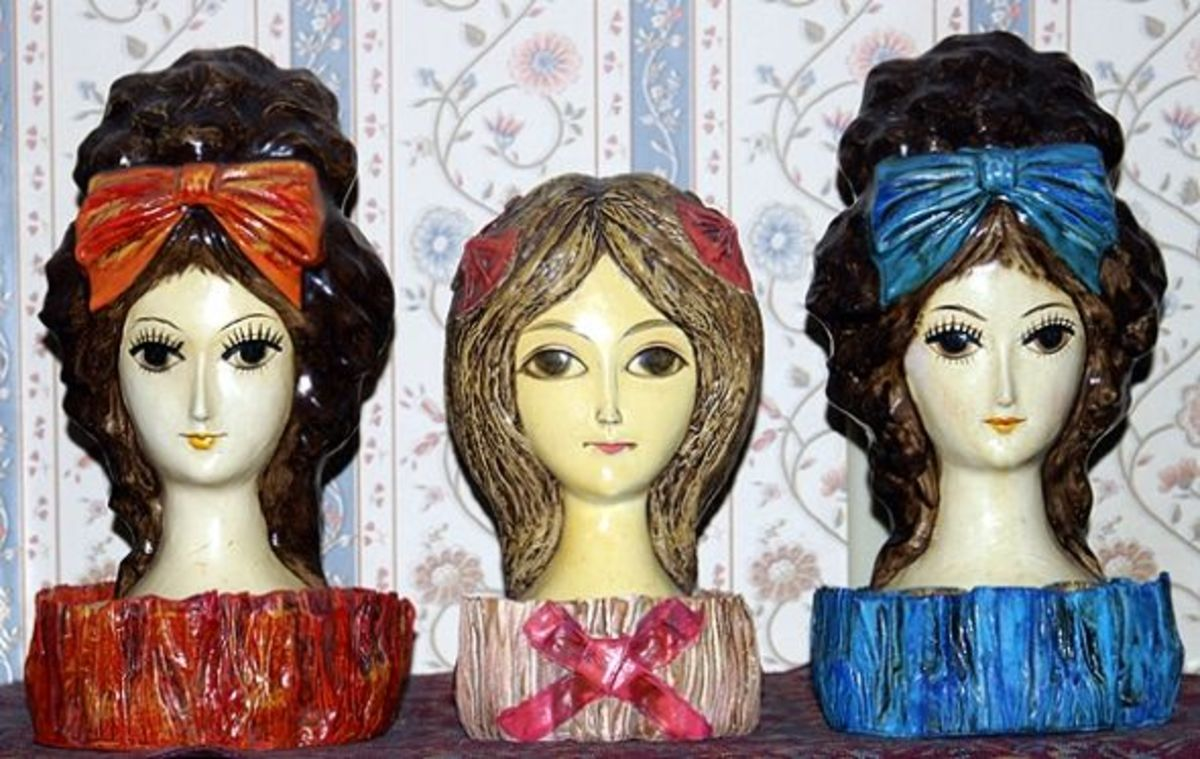 Beehive lipstick holder in blue with her sisters.