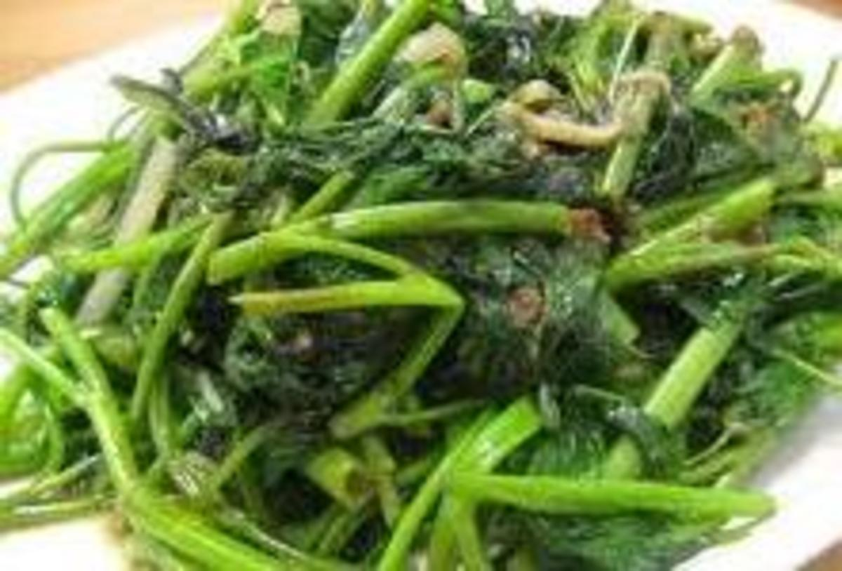 Stir Fry Water Spinach (Kangkong) with Garlic  Recipe