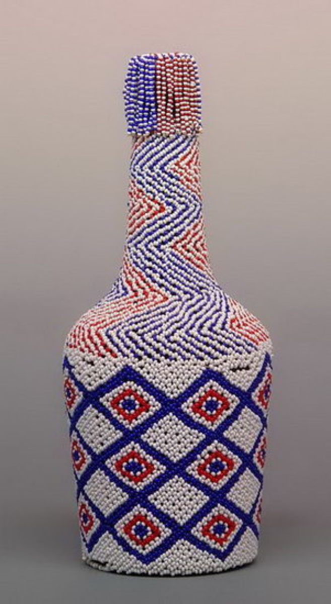 Bottleslke this one are not curios, because they have specific usages. Its colors are popular with the Shangaan, the Pedis, and Tsongas and are popular to these clans