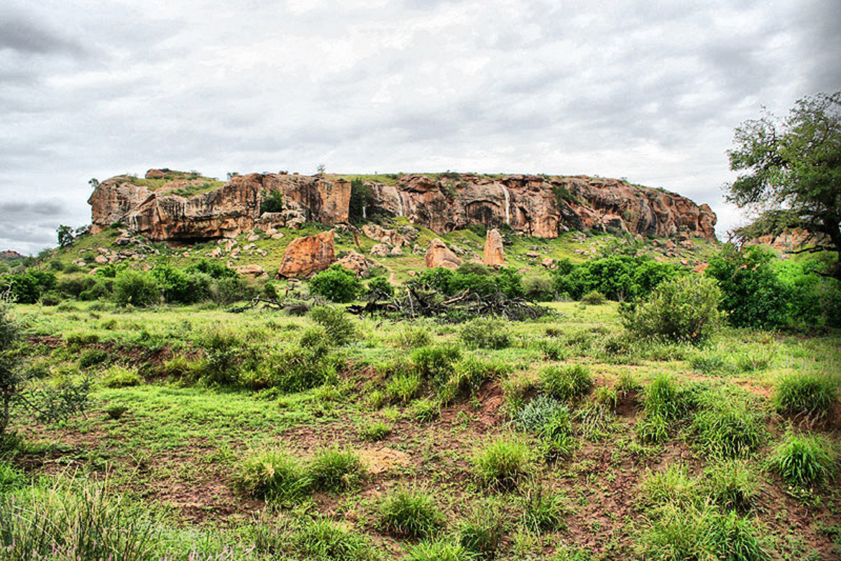 Mapunbwe Hill, whose material culture and customs and traditions within South African African Historiography should be grouped with the South African Negroid spectrum of peoples.