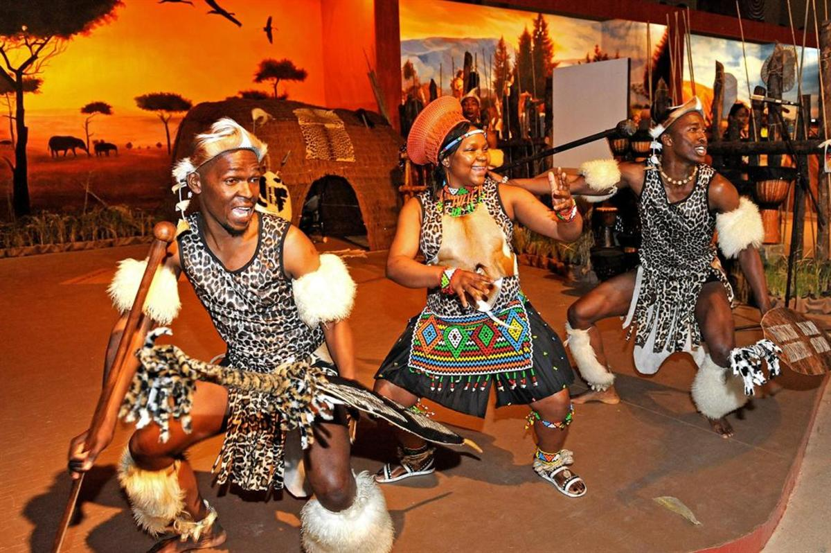Both Zulu men and women do dance together and here they are in full flight