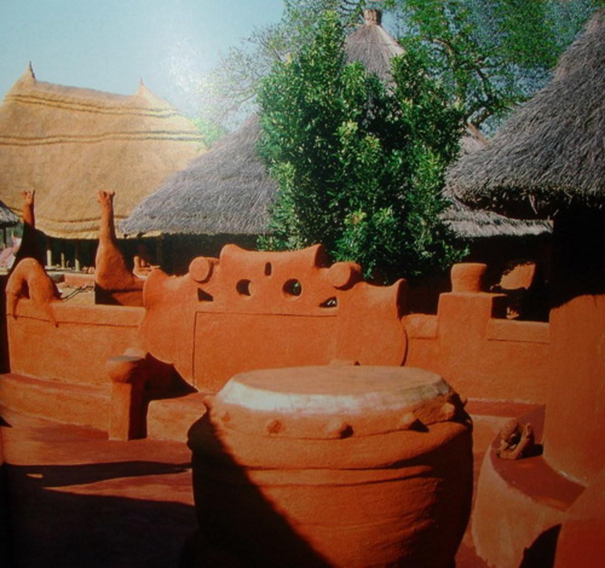 Venda Drum and housing art, architecture and statue