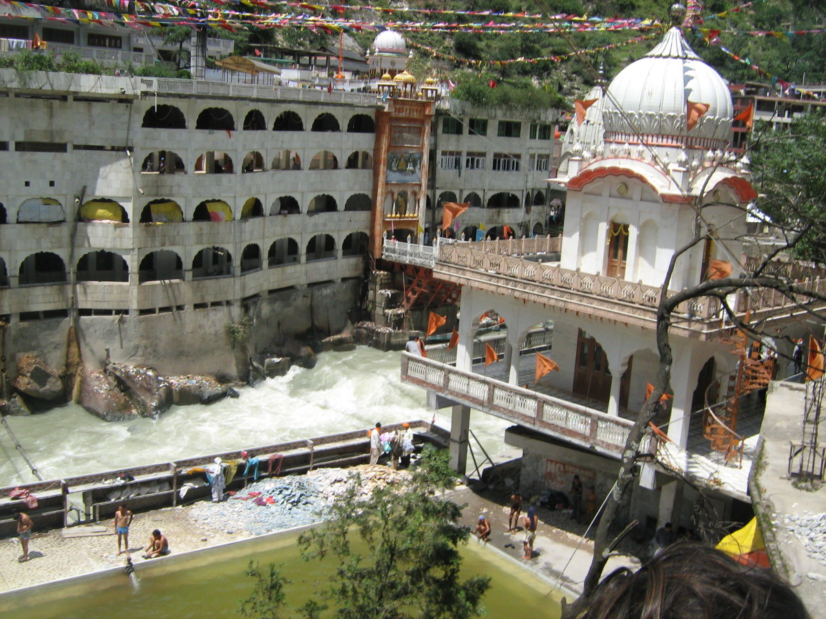 Picture of Manikaran Gurudwara - white waters of River Parvati and green hot springs water - what a magic