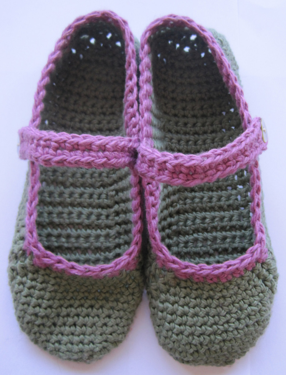 Cute Crochet Chat: Knit a Dozen Plus Slippers by Amy Polcyn