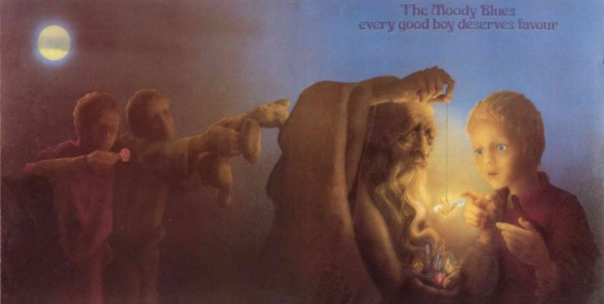 This album is one of several great Phil Travers / Moody Blues gatefold sleeves.