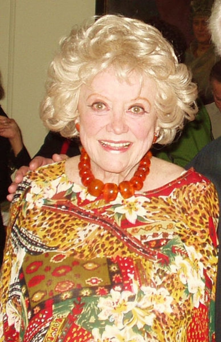 Phylliss Diller in 1973 at age 90, after plastic surgeries beginning in 1958.