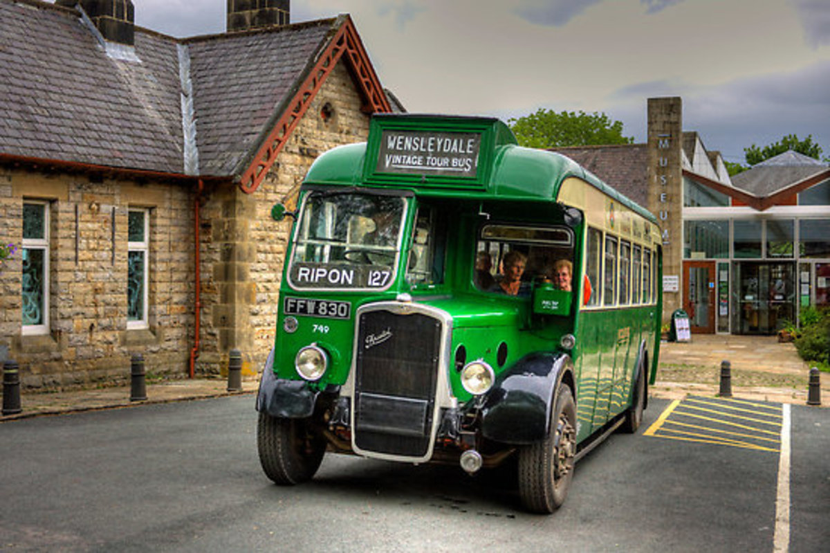 More vintage wheels: the Bristol L5G single-decker with rear sliding passenger door found favour with many post-WWII bus companies with hilly rural routes and low railway over- bridges,