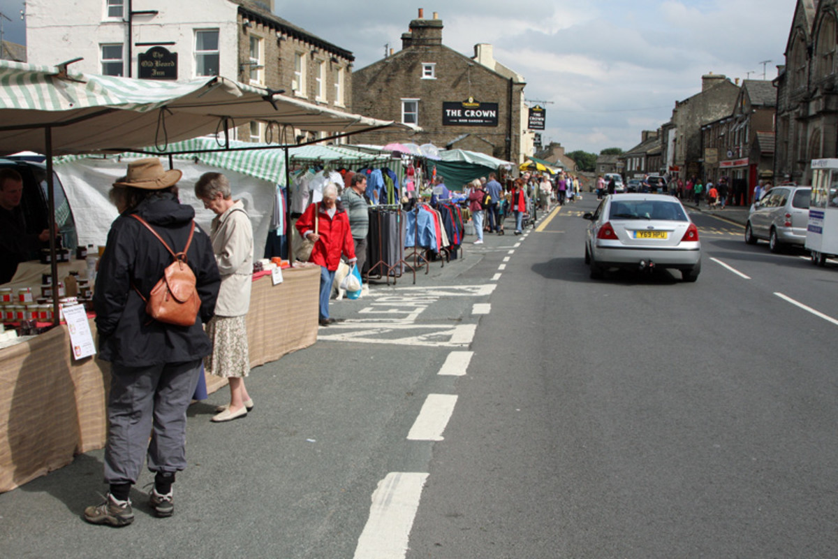 Hawes on market day - Tuesdays - when the town  turns into a 'metropolis', although in the holiday season there are always plenty of visitors, one of the attractions being...