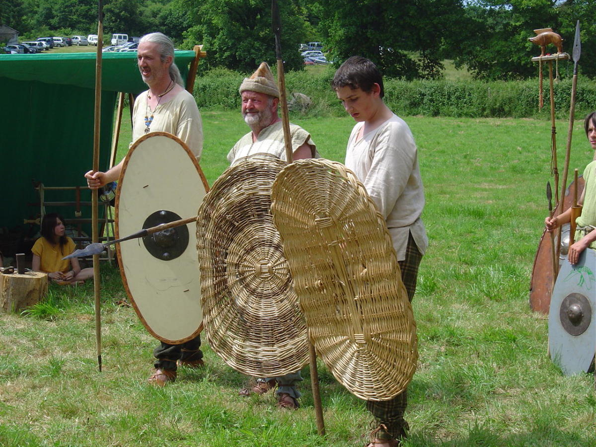 The Gaulois d'Esse put on the most fantastic displays at Cassinomagus, including full costume, authentically made clothing and objects and historically acurate enactments of battles and daily life