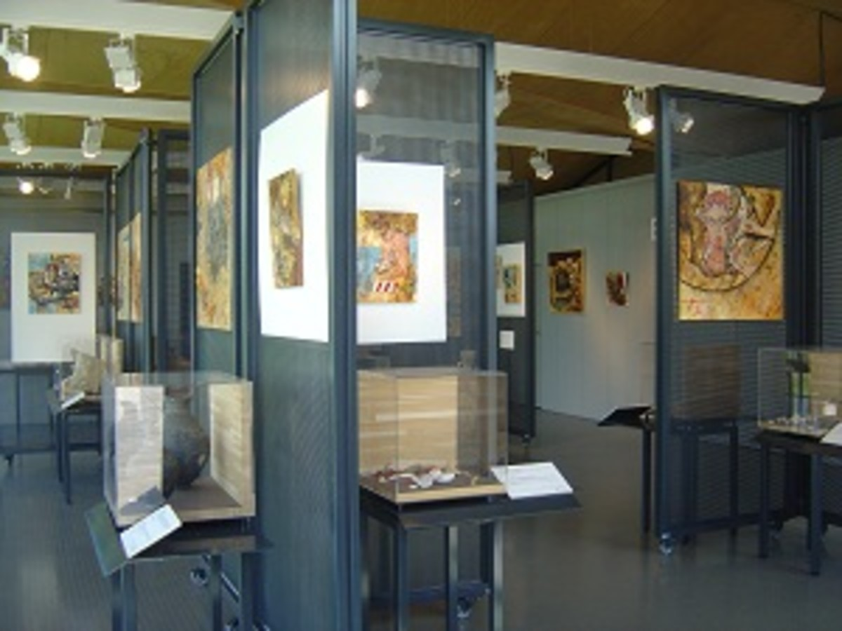 There are permanent and temporary exhibitions held in Cassinomagus visitor centre explains and displays the archeology discoveries