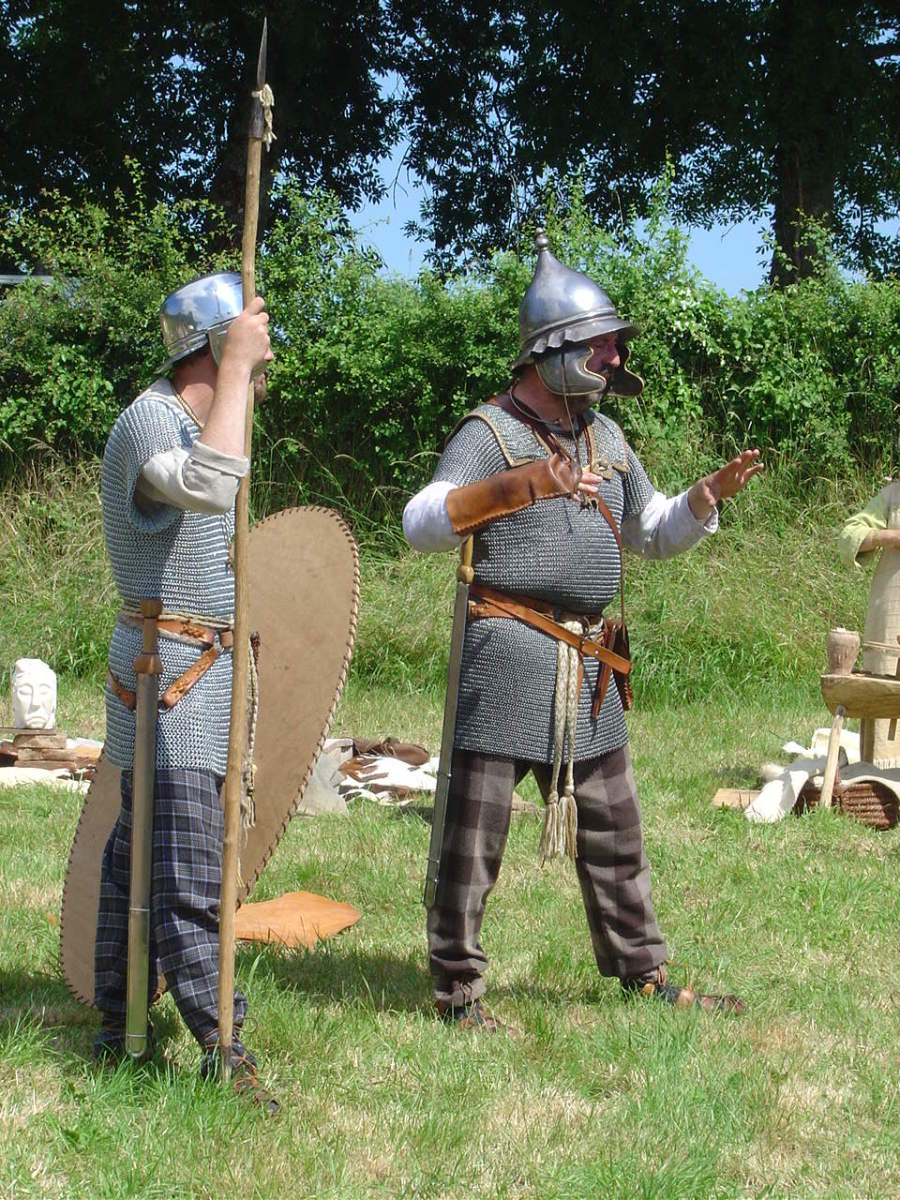 Gallo-Roman day events by the Gaulois d'Esse - Displays of Roman v Gaul battles