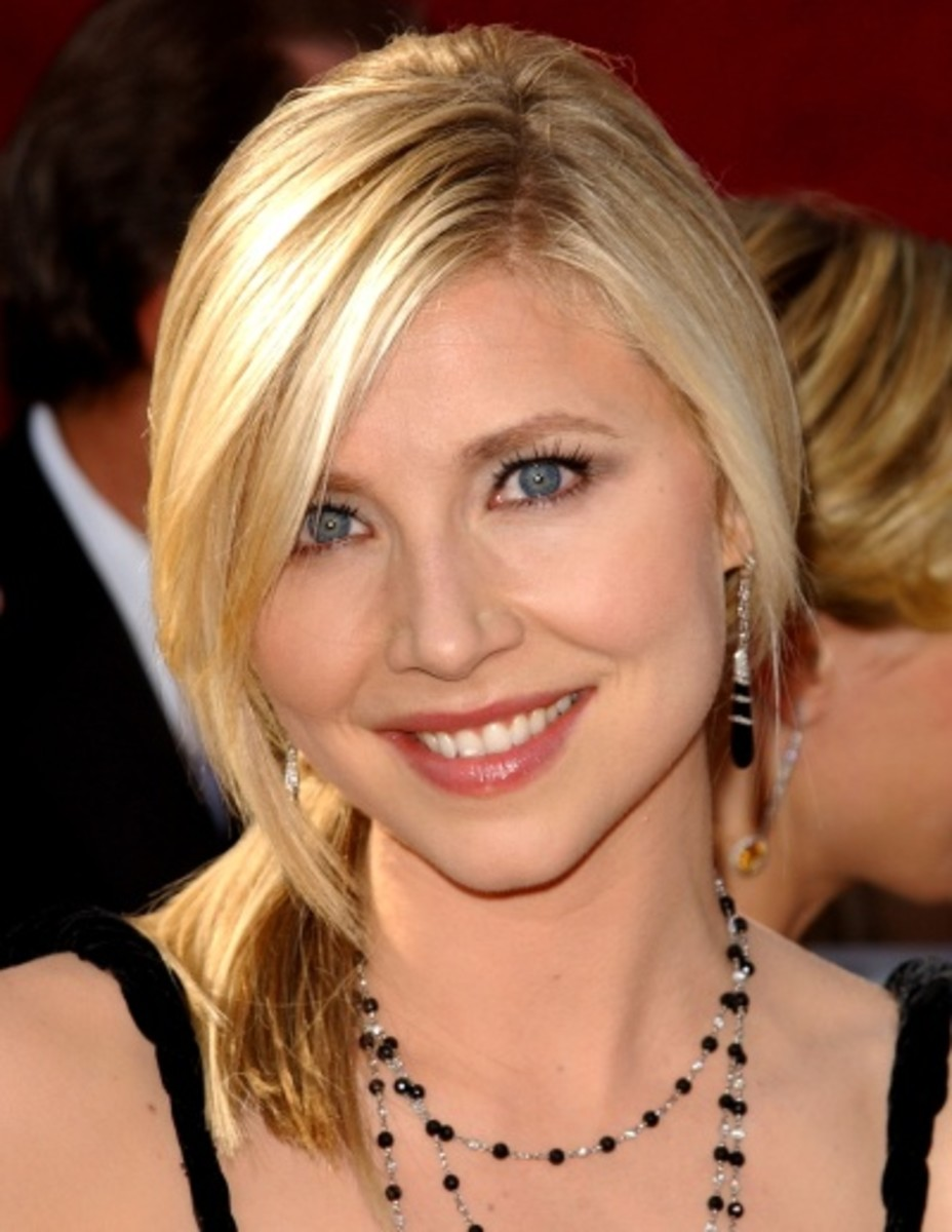 Sarah Chalke (Scrubs) rocking a short ponytail.