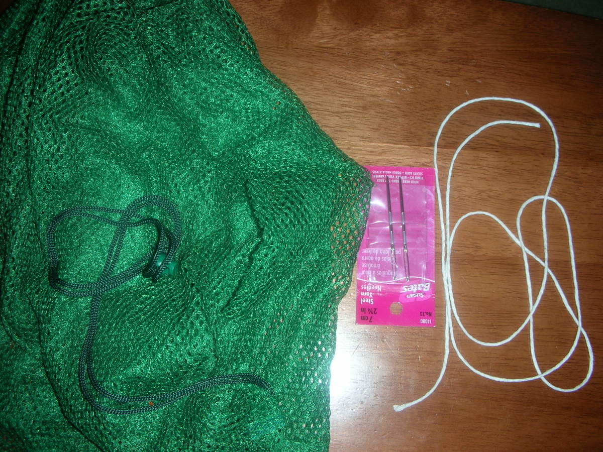 Mesh bag, needle, and twine