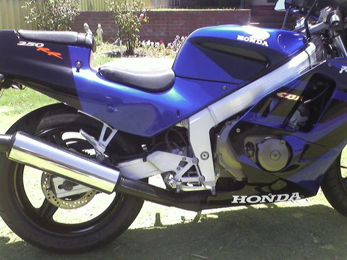 Honda CBR250R Blue Passion MotorBike - Have fun on the streets.