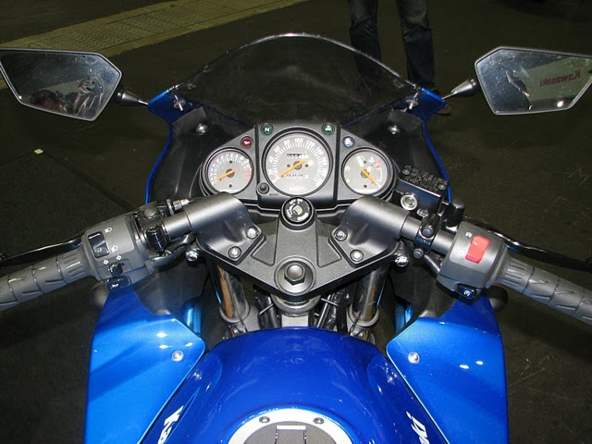 Ninja 250R Blue Sports MotorBike Cockpit Pic - old generation analogue meters