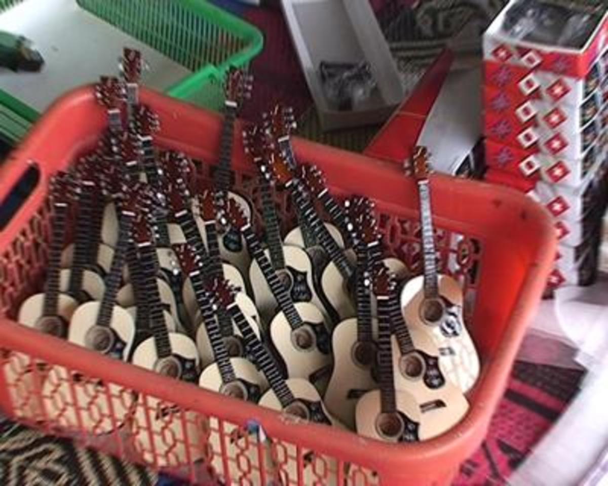 Classical guitar miniature