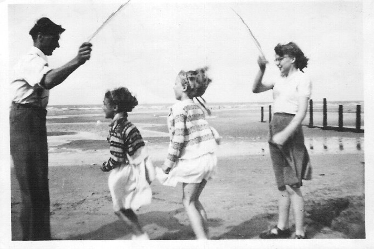 a-childhood-in-the-early-50s-the-games-we-played-at-home-and-at-school