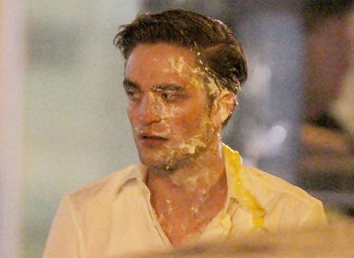 Robert Pattinson pied!