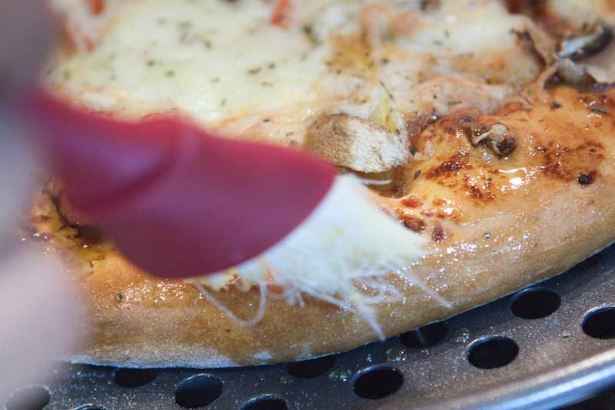 Golden Tip: As soon as the Pizza comes out of the oven, brush the edges of the fluffy pizza base with olive oil. The oil will soak into the base and make it even more delicious