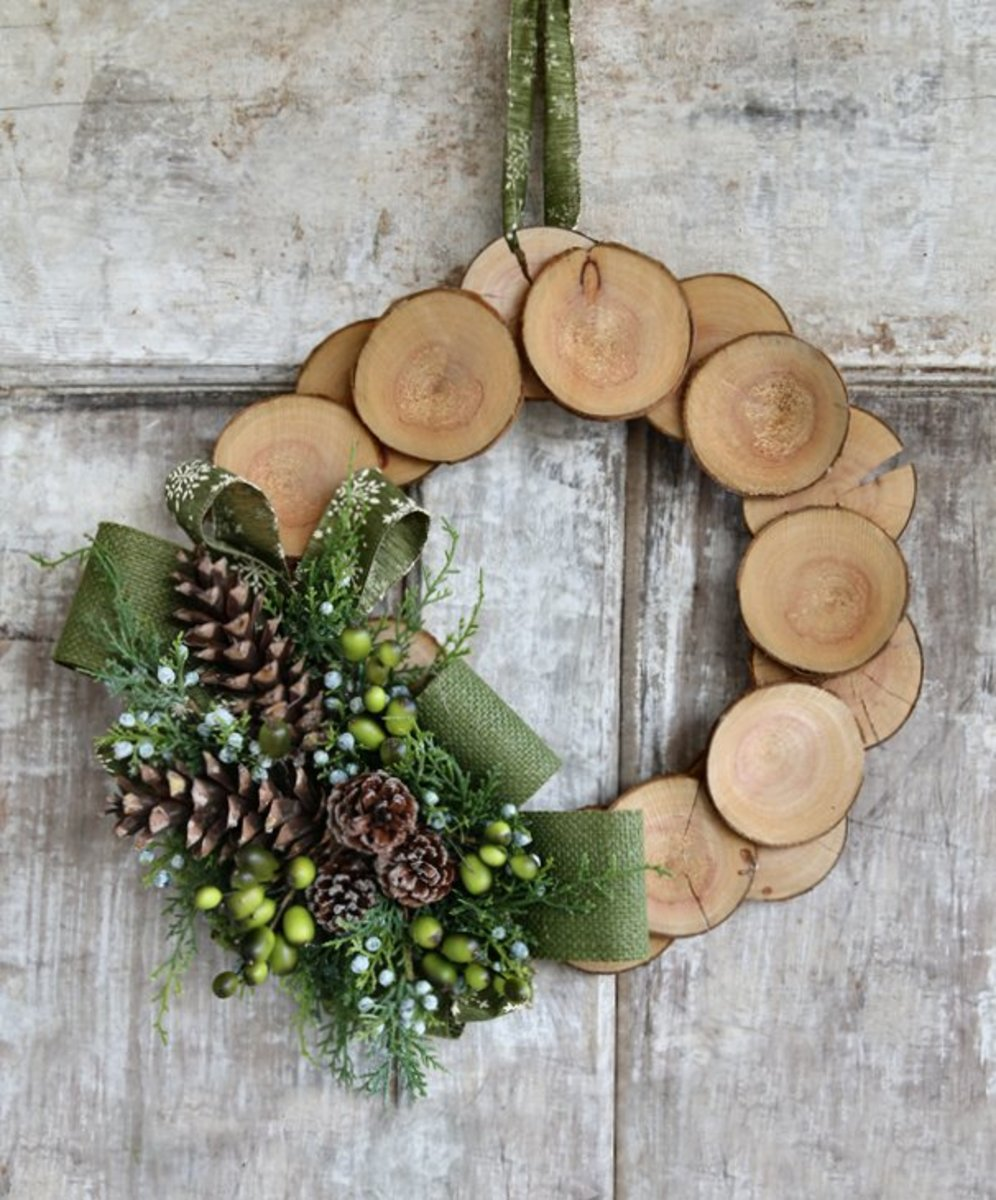 One-of-a-kind wreath that leaves no doubt as to the owner's love of nature.