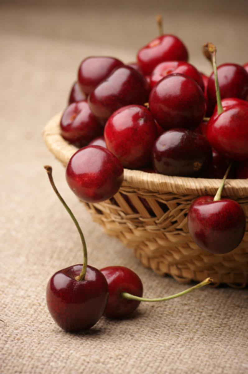 Cherries in wicker basket. Image:  Svetlana Lukienko|Shutterstock.com