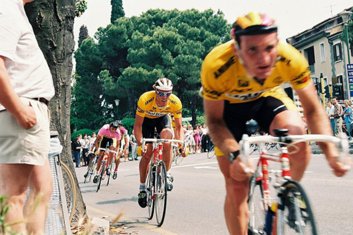 Cipollini in action in the 1991 Giro d'Italia in Piedmont