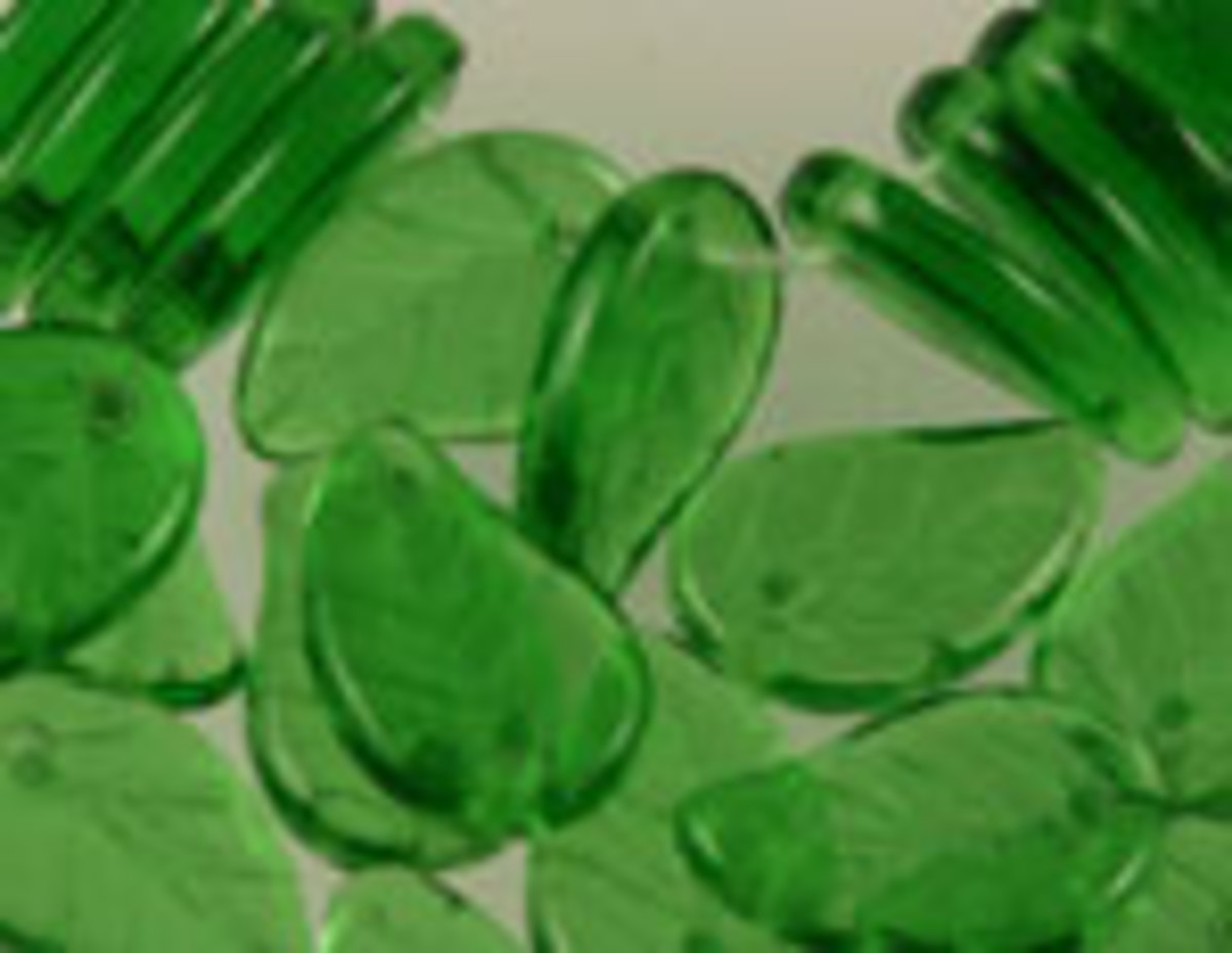 czech-pressed-glass-leaf-beads-different-types-patterns-and-inspiration
