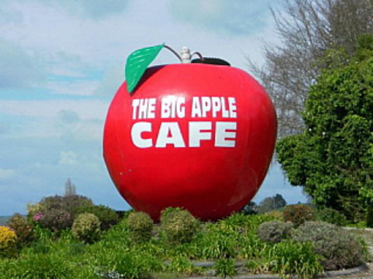 Outside the Big Apple Cafe in Otorohanga