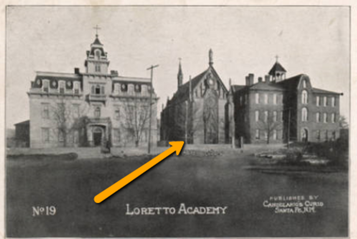 The Loretto Chapel in 1909. The building to the right no longer stands. The building to the left is also gone - that site is now used by artisans to sell original arts and crafts.