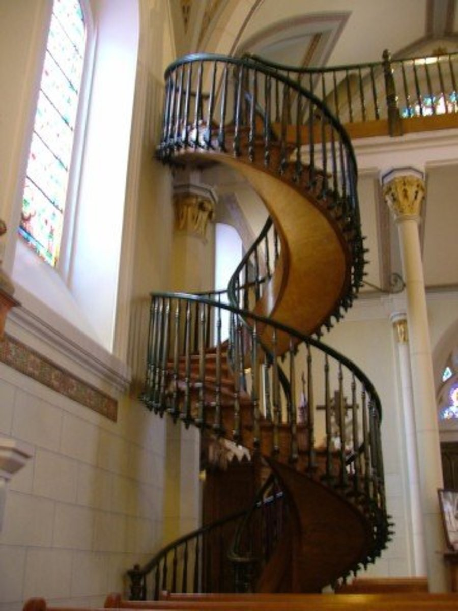 The double helix design of the staircase at The Loretto Chapel resembles a DNA strand. The bannisters were added 10 years after its construction.