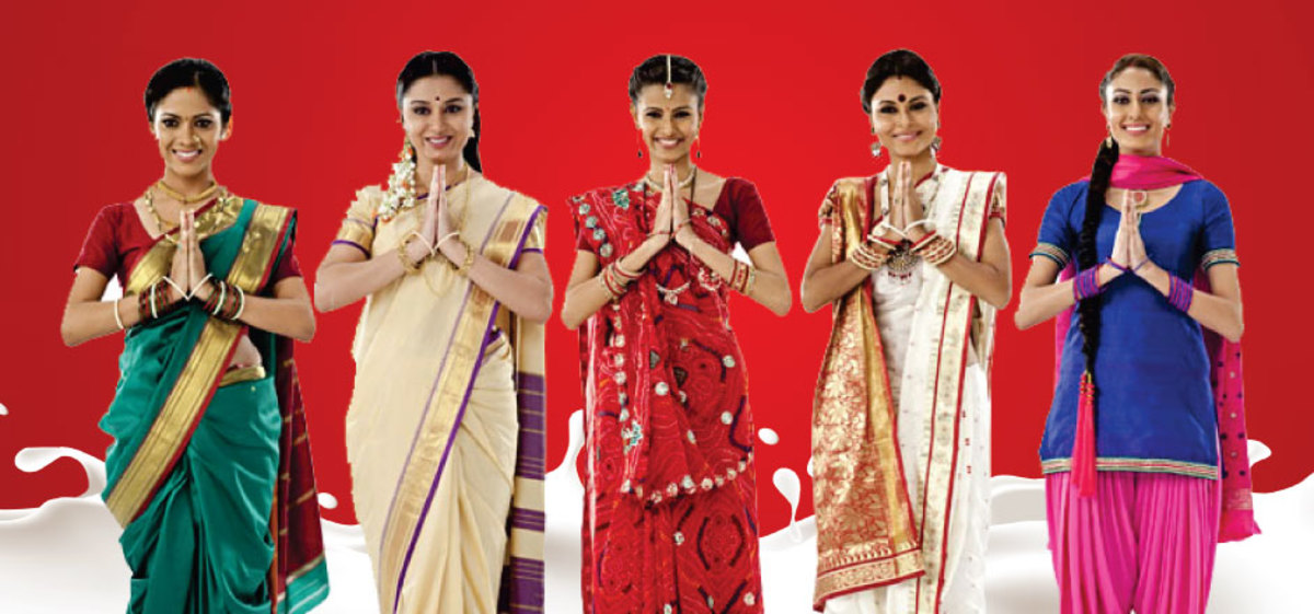 Hindu women praying
