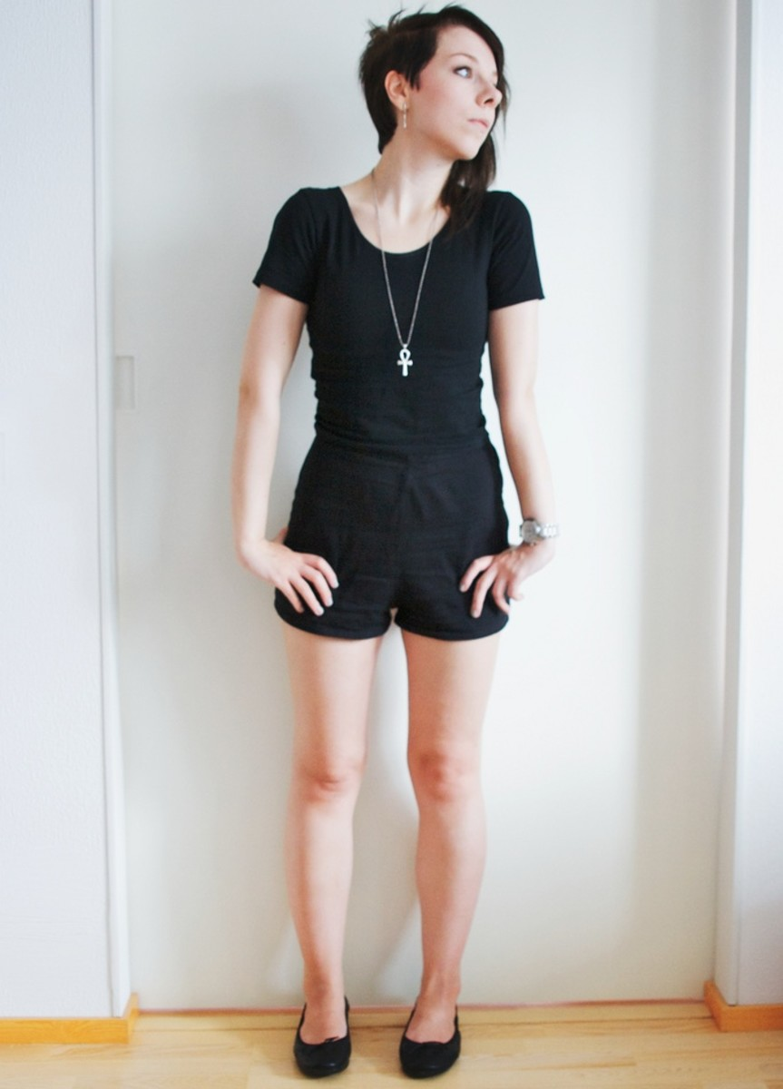 What to wear with black high waisted shorts