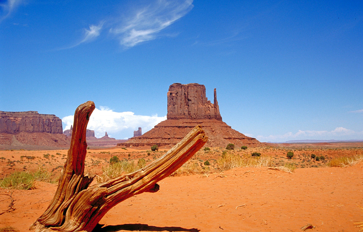 Monument Valley today more than 1000 abandoned mines occupy the earth underneath the 27,000 square-mile reservation.
