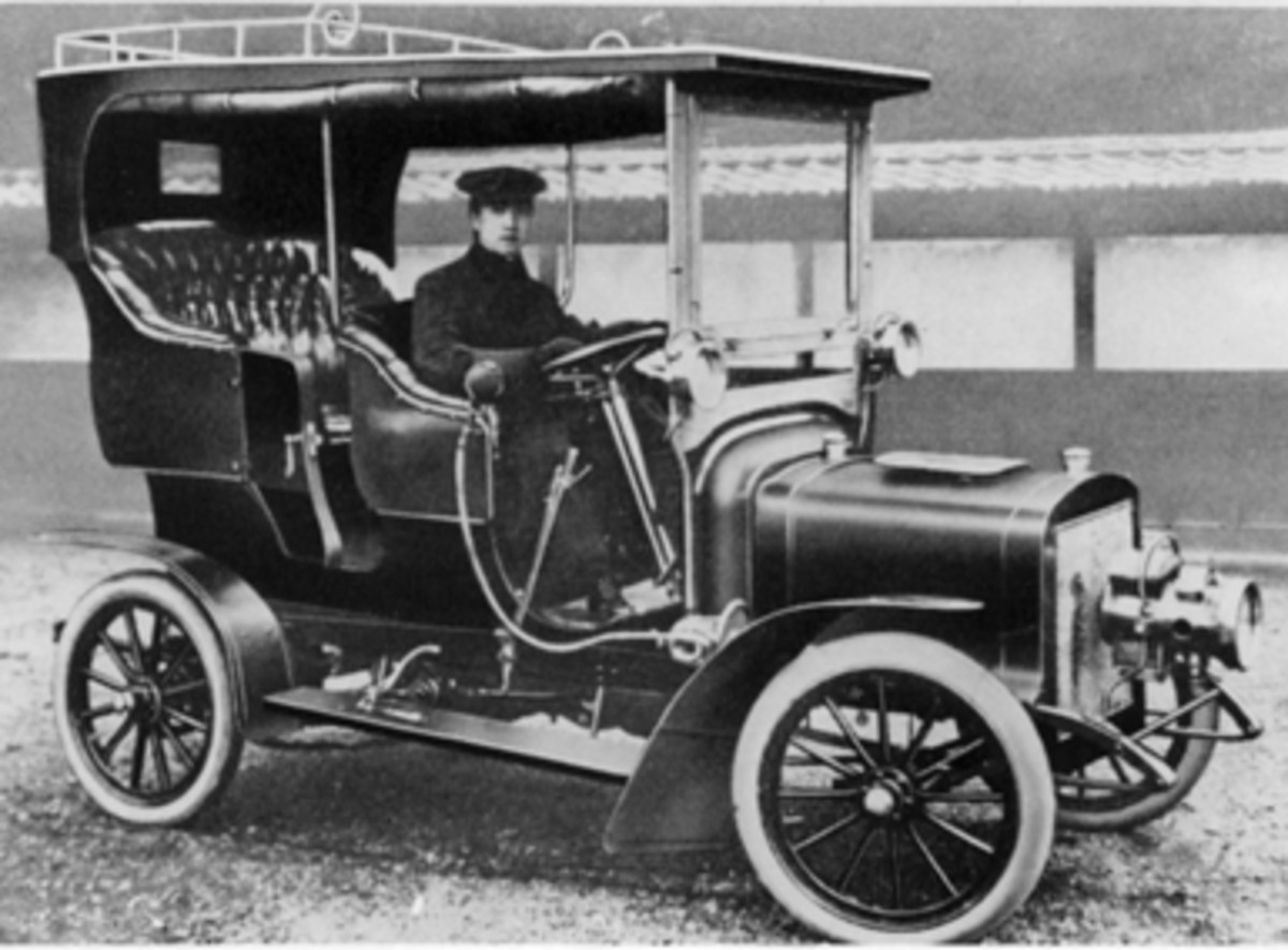 One of the first domestic made cars were already sophisticated machines, like this Yoshida Takuri from 1907. It was the first domestic, gasoline-powered automobile built in Japan.