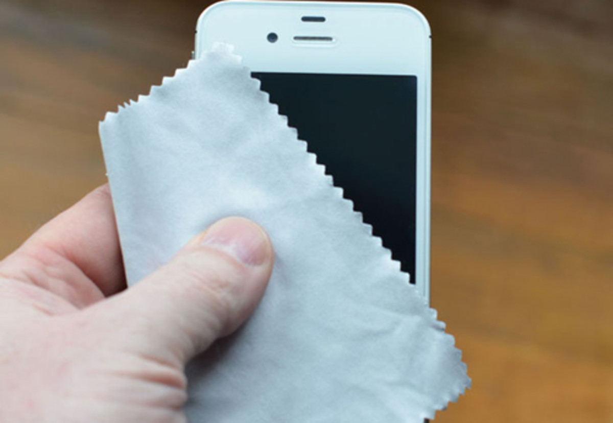 Clean your phone like this to avoid dust rather than using a chemical agent