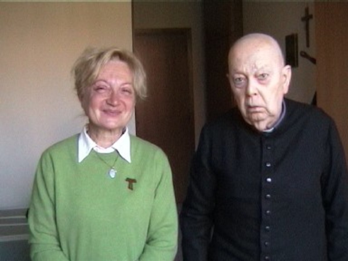 Father Amorth is seen here with Angela Musolesi