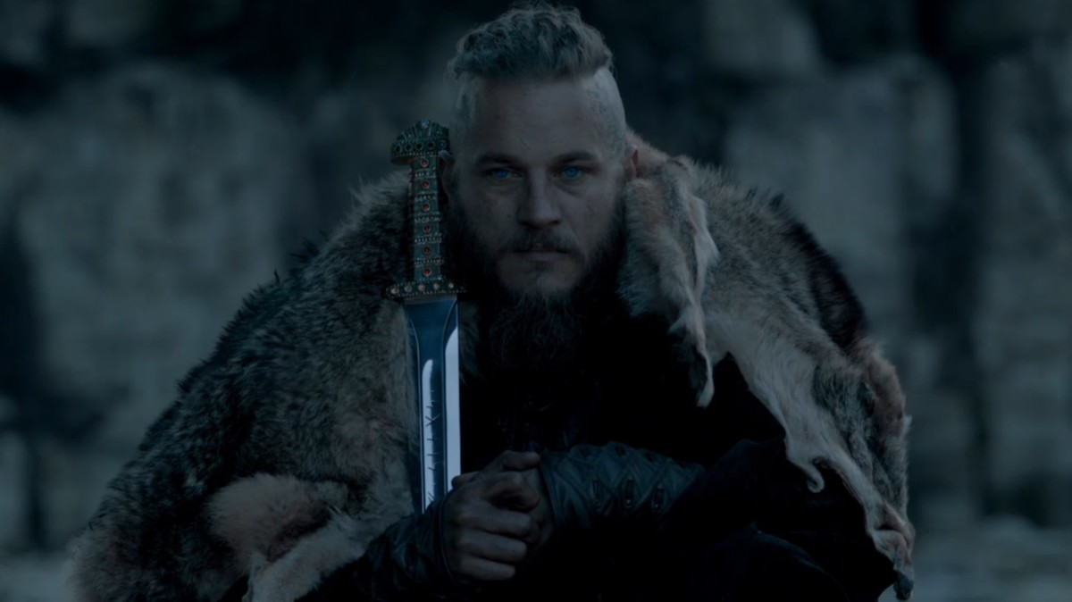 King Ragnar with the Sword of Kings after claiming the apex throne from Horik's death