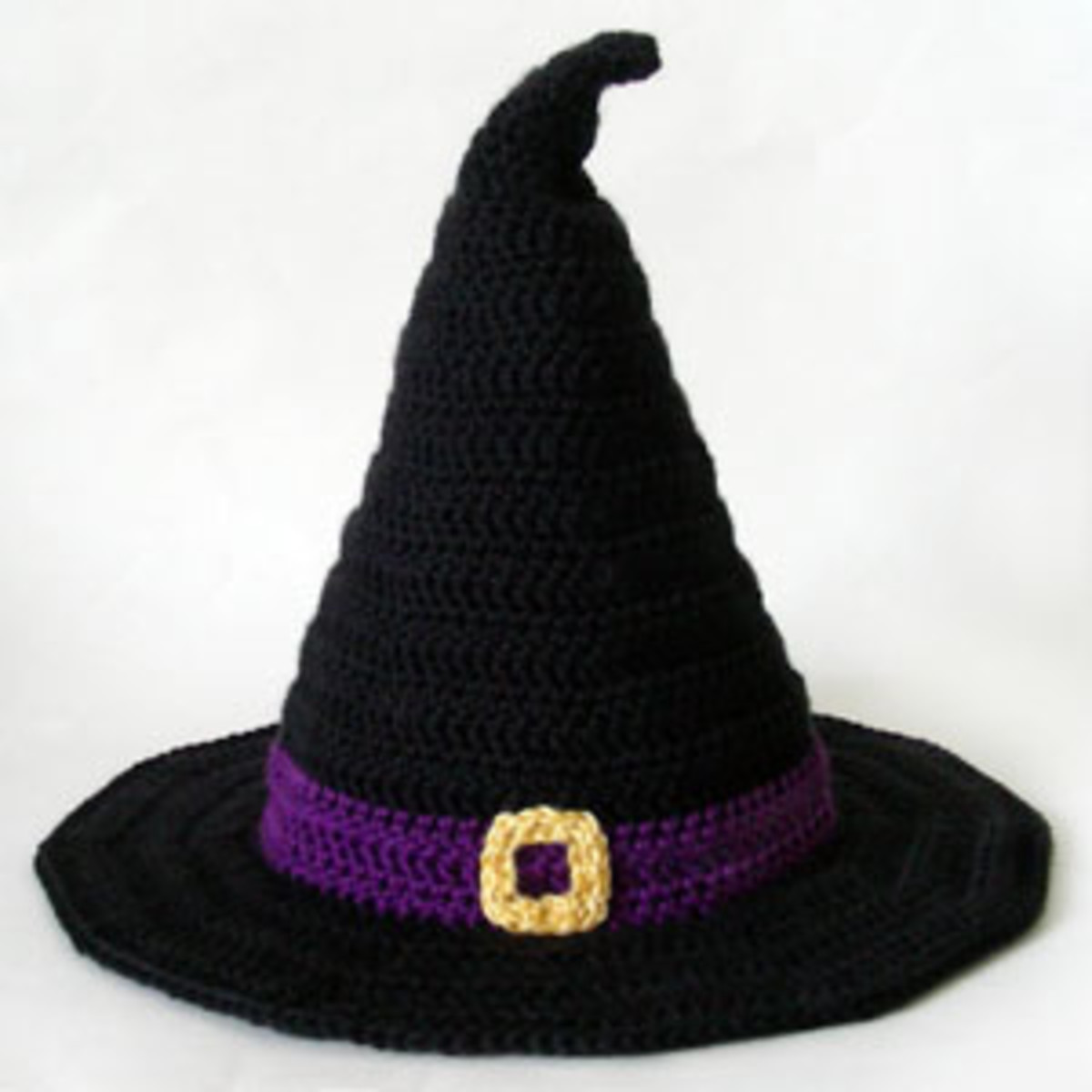 crochet this witch hat to top off your Halloween costume or to play dress up around the house.