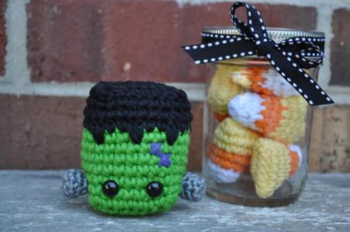 super quick and easy pattern for this cute little Frankenstein head Halloween ornament