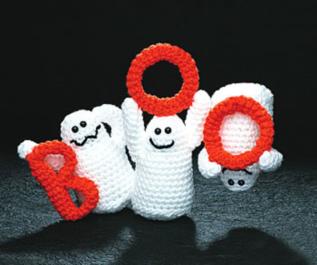 Designed by Beverly Mewhorter This trio will surely scare up a giggle from all trick or treaters!