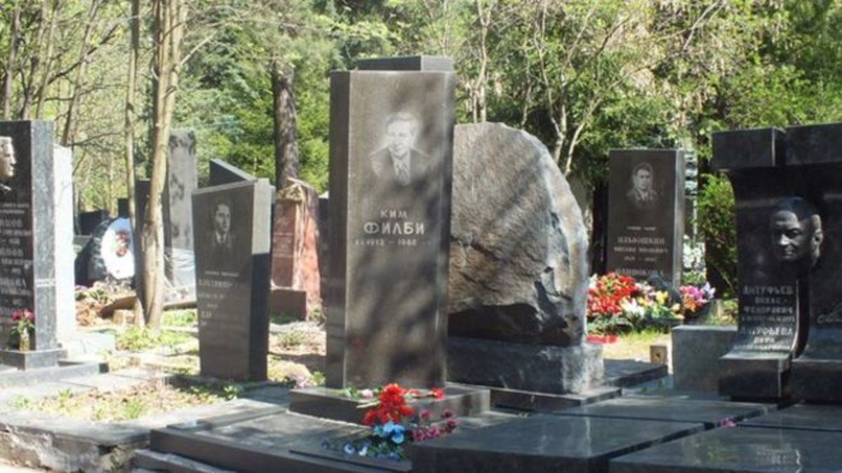 Kim Philby's grave in Moscow. Police were called on to keep order at his funeral when the cemetary was over-run by well-wishers. Before he died, however, he had become disillusioned by Communism