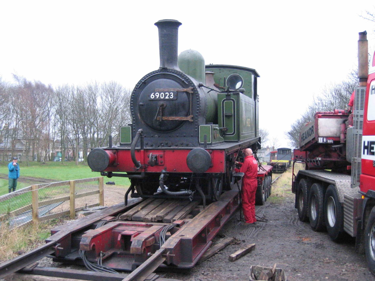 Class J72 0-6-0 tank locomotive arrives at Hopetown, Darlington on a low loader for overhaul, mid December, 2004 (R Pearson)