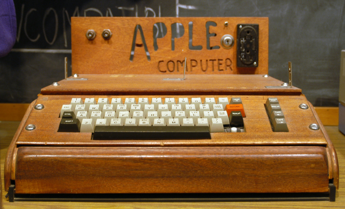 Apple I computer on display at the Smithsonian.