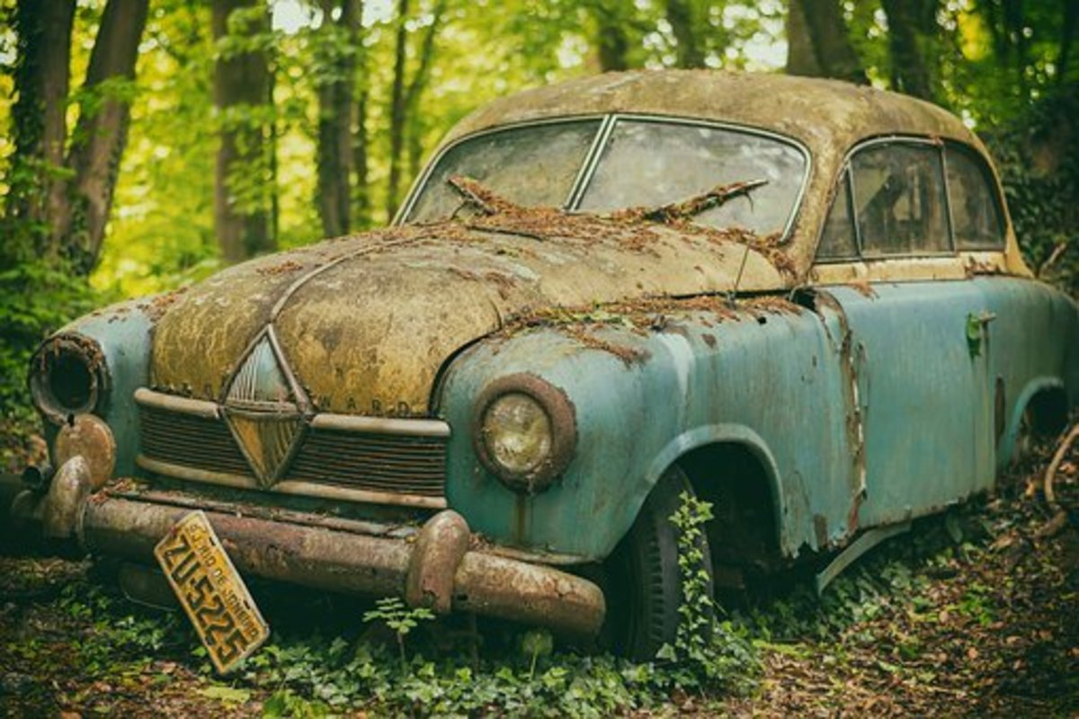 A candidate for the phrase: a Jalopy or Old Banger.